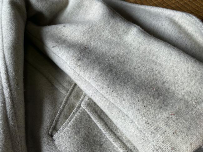 リナビスに出した白いコートの毛玉(送る前)