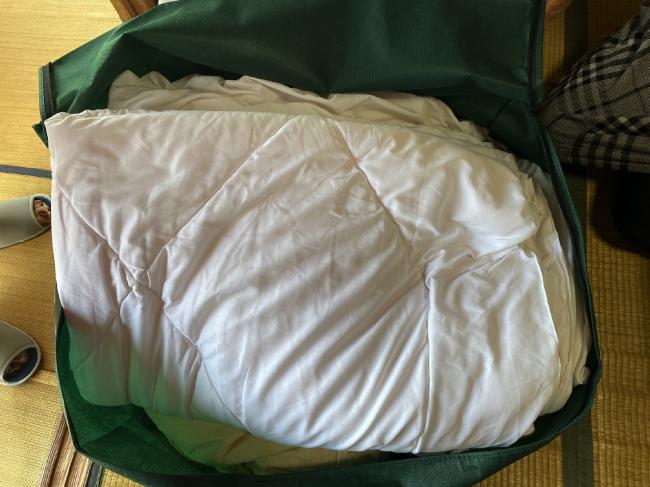 ヤマトヤクリーニングに出した布団を配送キットに収納