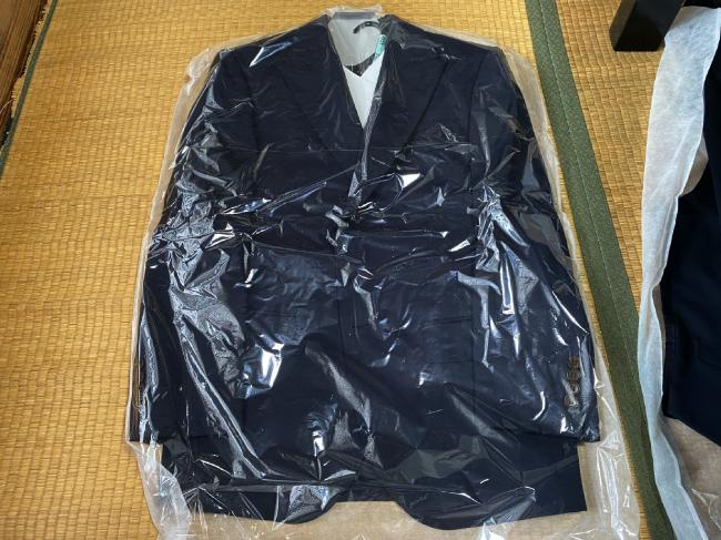 プラスキューブに出したスーツ