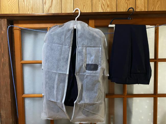 セリアのスーツ収納袋の使い方