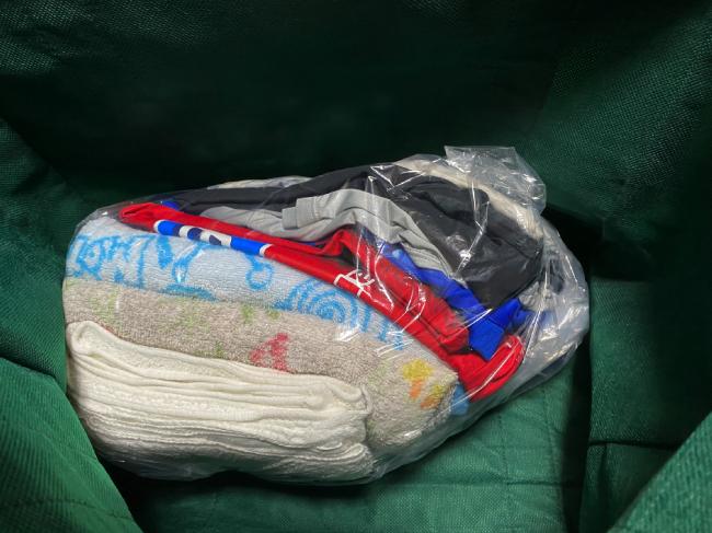 ランドリーアウトの衣類はビニール袋に入っていた