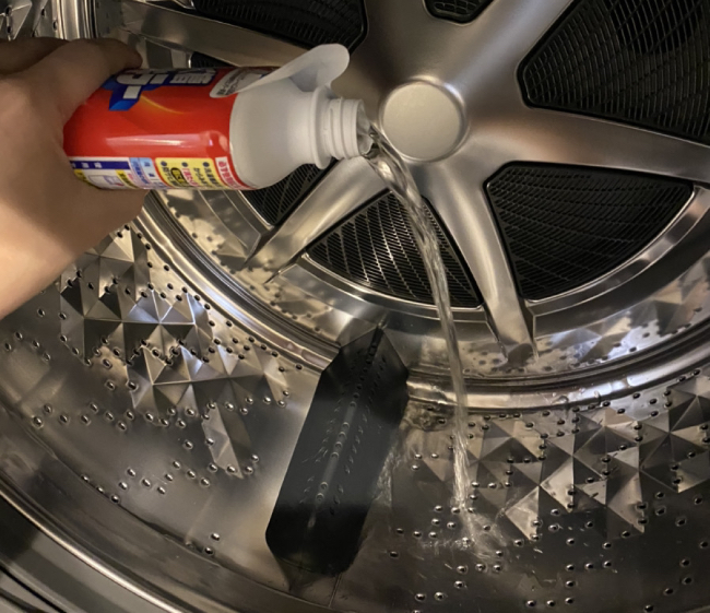 塩素系の洗濯機洗剤を使用したシーン